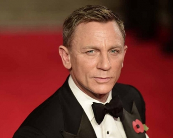 "What is he really thinking? Daniel Craig at ""Spectre's"" London premiere."