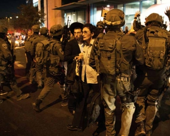 Israeli security forces at the site of a knife attack near the central bus terminal in Jerusalem. (AFP/Menahem Kahana)