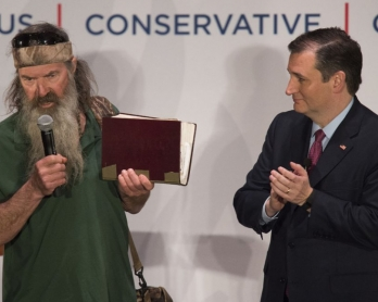 Reality TV's Duck Dynasty star Phil Robertson (L) holds his bible as he endorses Republican presidential candidate Ted Cruz during a campaign rally in Charleston, South Carolina, February 19, 2016 (AFP / JIM WATSON)