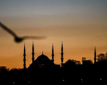 Istanbul's Blue Mosque two days after the attacks. (AFP/Ozan Kose)